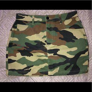 Dresses & Skirts - Cargo (Army) Skirt / Jupe Cargo (Armé)